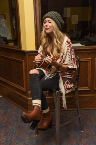 Country star Madeline Merlo, performs at Covenant House Toronto ahead of a special delivery for Blanket the Country in Warmth on Tuesday, November 22nd (CNW Group/Urban Barn)