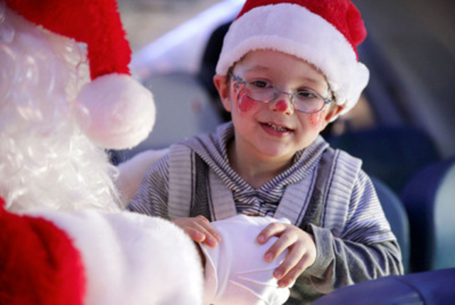 Air Transat and the Children's Wish Foundation took hundreds of children to the North Pole today, departing from Montreal, Toronto and Calgary, to bring Santa Claus back with them. On the photo: Santa Claus and a child sponsored by the Foundation. (CNW Group/Transat A.T. Inc.)