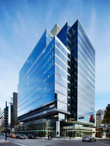 Immobilier Manuvie a annoncé aujourd'hui l'inauguration de l'immeuble situé au 980 Howe Street. La construction de ce remarquable immeuble de bureaux de 16 étages totalisant 250 000 pieds carrés a débuté en juin 2013 au centre-ville de Vancouver. (Groupe CNW/Société Financière Manuvie)