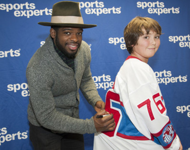 P.K. Subban signs Justin Charette's jersey (CNW Group/Sports Experts)