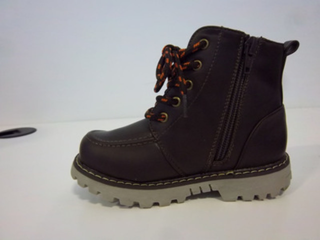 Photo: Joe Fresh toddler boys casual boot (style # TBW3FW8980) sizes 6 to 10 in brown and black (CNW Group/Loblaw Companies Limited)