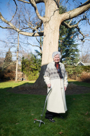 Giant White Oak in Etobicoke recognized by provincial Heritage Tree Program (CNW Group/Forests Ontario)