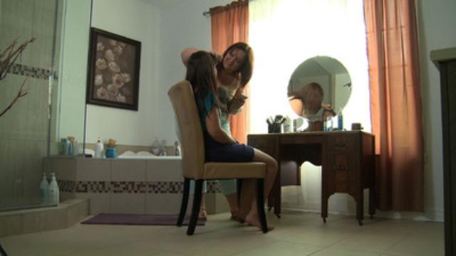 Video: La vie ne s'arrête pas après un AVC. Le cheminement du rétablissement de Joanie.