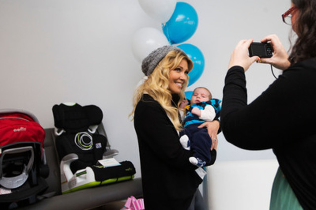 Entertainment Tonight Canada host and celebrity mom, Cheryl Hickey stopped by to help launch the 2014 line from Evenflo in Toronto on October 29, 2013. Evenflo is one of the leading manufacturers of high quality baby care and juvenile products. The brand represents safety so simple with car seats, strollers, Exersaucers and more. (CNW Group/Evenflo)