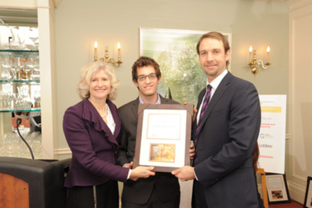 Campbell Canada receiving their Innovation Award (CNW Group/Food Banks Canada)