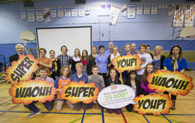 Students and staff of Ecole Arthur Pigeon, in Huntingdon, Quebec, with Daniel Mastropaolo and Caroline Larouche (middle in blue shirts) of the Staples store in Salaberry-de-Valleyfield. The school is a winner of the Staples Superpower your School Contest, receiving $25,000 worth of new technology for their environmental efforts.  (The Canadian Press Images) (CNW Group/Staples Canada Inc.)