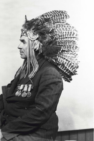 Francis Pegahmagabow, photographed in June 1945 while in Ottawa. Canadian Museum of History, 95293 (CNW Group/Ontario Heritage Trust)