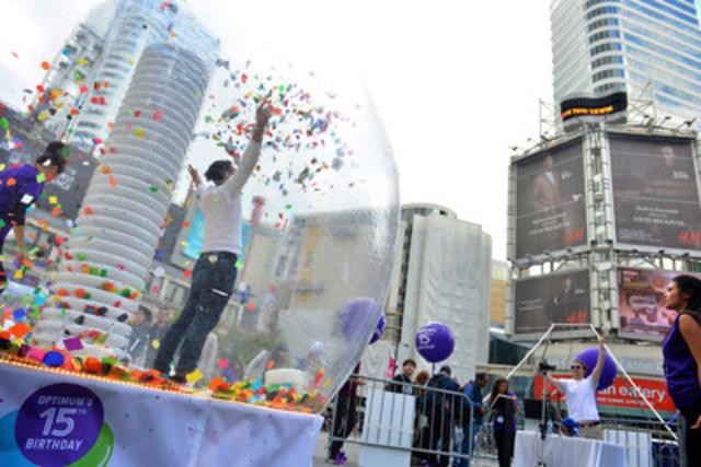 Shoppers Optimum Celebrate 15 Years of Rewarding Canadians at Yonge-Dundas Square in Toronto #15daysofhappy. (CNW Group/Shoppers Drug Mart Corporation)