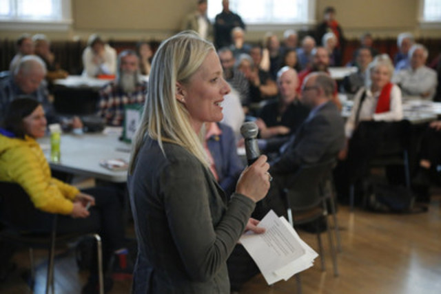 On April 28, 2016, Minister Catherine McKenna invited citizens to her first Town Hall on clean growth and climate change at the Glebe Community Centre in Ottawa, Ontario. (CNW Group/Environment and Climate Change Canada)