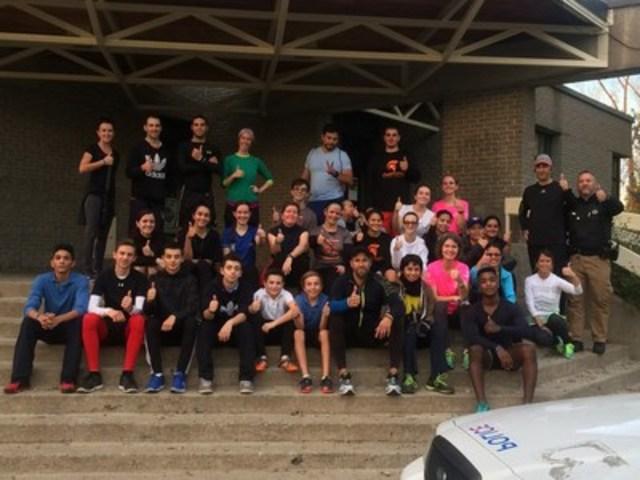 Les jeunes engagés dans le programme en compagnie de leurs entraîneurs (Groupe CNW/Arrondissement de Montréal-Nord (Ville de Montréal))