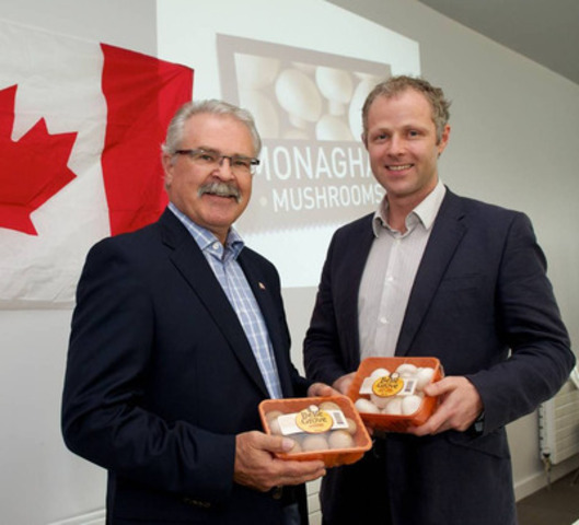 Canada's Agriculture Minister Gerry Ritz and Paul Wilson, COO of Monaghan Mushrooms. (CNW Group/Monaghan Mushrooms)