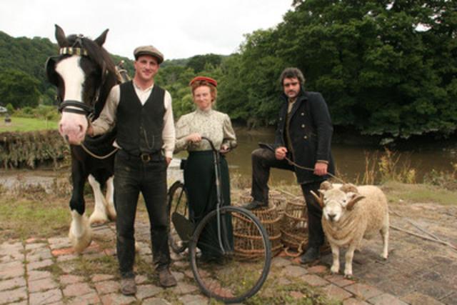 The cast of Edwardian Farm (l-r) Alex Langlands, Ruth Goodman and Peter Ginn. (CNW Group/TVO)