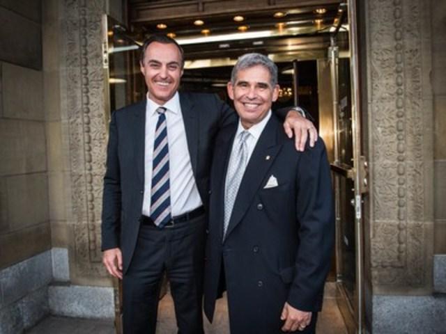 Le directeur général de Rideau, Peter Hart, droite, et Jean-Christophe Bédos, président et directeur général du Groupe Birks, célèbrent l'alliance stratégique de Rideau et du Groupe Birks, annoncée le 4 août 2015. (Groupe CNW/Rideau Solutions de reconnaissance)