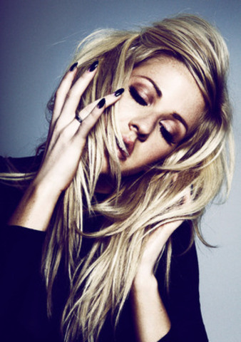 Rdio Presents Triple Platinum Singer-Songwriter Ellie Goulding in FREE Concert at Historic Massey Hall on Saturday, September 6 (CNW Group/Rdio)
