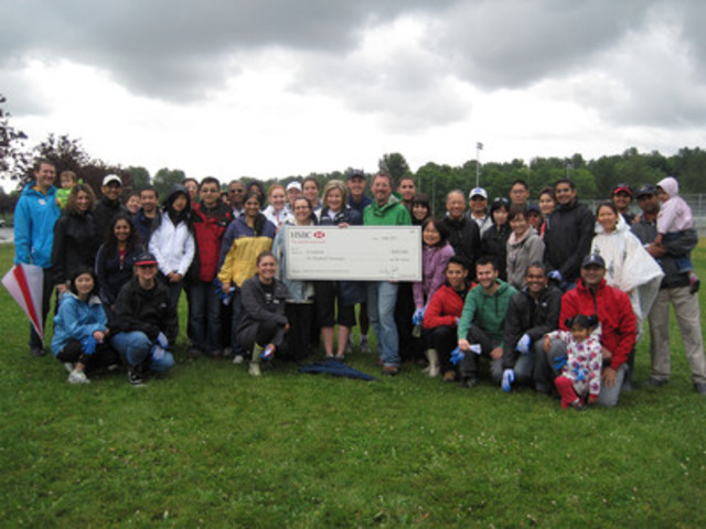 Sandra Stuart, Chief Operating Officer, HSBC Bank Canada, along with Evergreen staff and 50 HSBC employees, family and friends celebrate HSBC's $600,000 donation to Evergreen with a day of planting native shrubs, ferns and wildflowers in Jericho Park, Vancouver. (CNW Group/Evergreen)