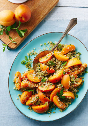 """Campbell Canada has joined culinary forces with top North American food blogger Kelsey Brown of Happyolks.com to declare this the """"Summer of Super Grains."""" Today, they are debuting seven irresistible summer recipes featuring Campbell's broths and super grains, including Fresh Apricot, Jalapeño, Mint Quinoa Salad, pictured here. For recipes, visit: www.cookwithcampbells.ca. (CNW Group/Campbell Company of Canada)"""