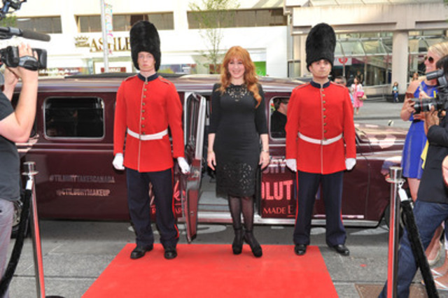 Charlotte Tilbury & Queens Guards (CNW Group/Charlotte Tilbury)