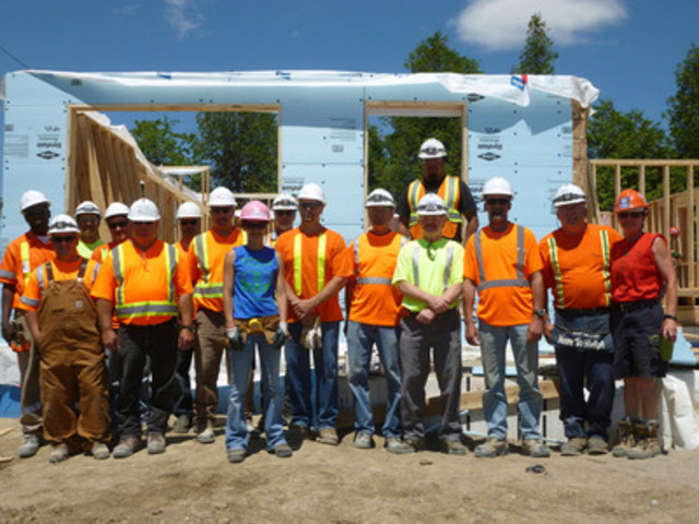 Ogden Point Quarry employees help build the first Habitat for Humanity Northumberland home, Colborne (CNW Group/Holcim Canada Inc.)