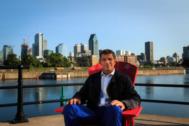 Montréal Canadiens general manager recounts his memories of the Lachine Canal in one of Parks Canada's red chairs. Like him, share your moment at the Lachine Canal with the #TimeToConnect. (CNW Group/Parks Canada)