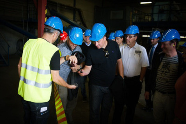 Plant tour with attendees - viewing product (CNW Group/Flinders Resources Limited)