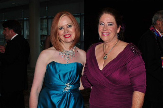 Mary Jane Esplen, Director of de Souza Institute and Deborah McLeod, President of the Canadian Association of Psychosocial Oncology, this year's beneficiaries of the Brazilian Carnival Ball. (Photo credit: System 4 Productions Inc.) (CNW Group/Brazilian Carnival Ball)