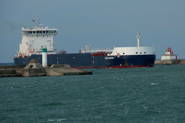 Equinox Class ship Algoma Harvester entering harbour at Port Colborne (CNW Group/Algoma Central Corporation)