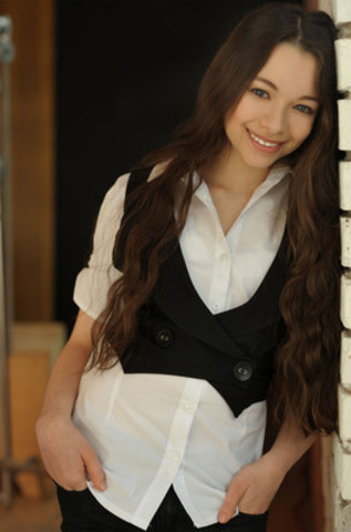 Jodelle Ferland's blossoming career spans more than a decade. Her award studded resumé now includes over 60 film and television credits. Well known for starring in the film SILENT HILL, her recently released feature films include CASE 39 with Renée Zellweger and Bradley Cooper, WONDERFUL WORLD, opposite Matthew Broderick and, most notably, the third installment of the TWILIGHT series, ECLIPSE, alongside Robert Pattinson and Kristen Stewart. When not working on feature films, Jodelle keeps herself busy guest starring on series and lending her voice to the world of animation. (CNW Group/World Vision Canada)