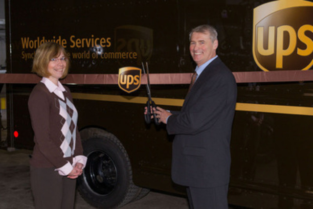 Shelley Gares, Director of UPS Atlantic Canada Operations and Mayor Yvon Lapierre of the City of Dieppe officially open UPS's Dieppe facility with a ribbon cutting. UPS's pickup and delivery service in Greater Moncton began on April 23rd. (CNW Group/UPS Canada Ltd.)