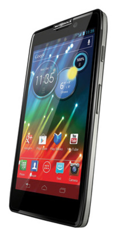 The new MOTOROLA RAZR™ HD LTE delivers impressive all-day battery performance on a single charge, while presenting everything in stunning HD detail. (CNW Group/MOTOROLA MOBILITY CANADA)