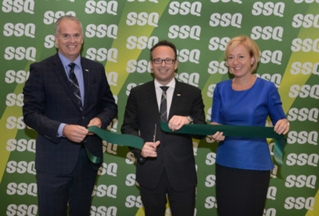 SSQ Financial Group's Patrick Cyr, Senior Vice-President - Finance and Realty, Jean-François Chalifoux, Chief Executive Officer, and the mayor of the city of Longueuil, Caroline St-Hilaire, cutting the ribbon (CNW Group/SSQ FINANCIAL GROUP)