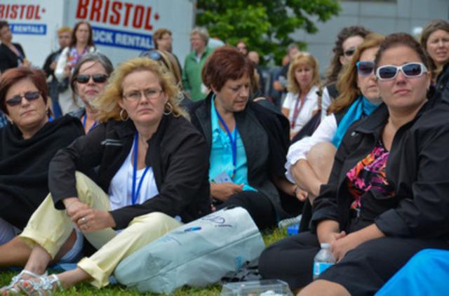 Nurses listen as advocates speak out for mental health care in Canada. (courtesy of Ontario Nurses' Association/John Maclennan) (CNW Group/Ontario Nurses' Association)