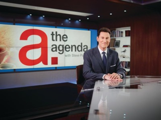 Steve Paikin, host of TVO's The Agenda on set (CNW Group/TVO)