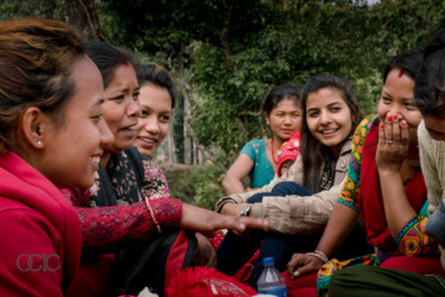Women from Basamadi and Handhikola villages in Nepal work in women's groups to build their businesses and strengthen their communities. (CNW Group/Ontario Council for International Cooperation)