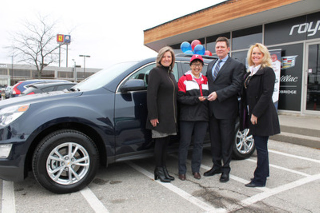 Mary Yin, second from left, receives the keys to her new 2016 Chevy Equinox as a vehicle winner in the Select Sweepstakes. L-R: Donna Walczyk, vice-president, National Brokers Insurance Services; Mary Yin; Jeff Patterson, national business development manager, Economical Select; Joyce Usher-Mesiano, president, National Brokers Insurance Services (CNW Group/Economical Insurance)