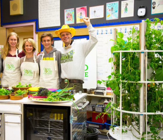 LoyaltyOne, FoodShare Toronto and Global Teacher Prize finalist Stephen Ritz of the educationally acclaimed Green Bronx Machine launched the Good Food Machine in Toronto today, a healthy food education program for children in Canadian communities. The first of its kind in Canada, the program aims to transform the health and eating habits of students in primary and secondary schools through an ongoing curriculum of how to physically grow, cook and eat healthy food –all while in the classroom. (CNW Group/LoyaltyOne)