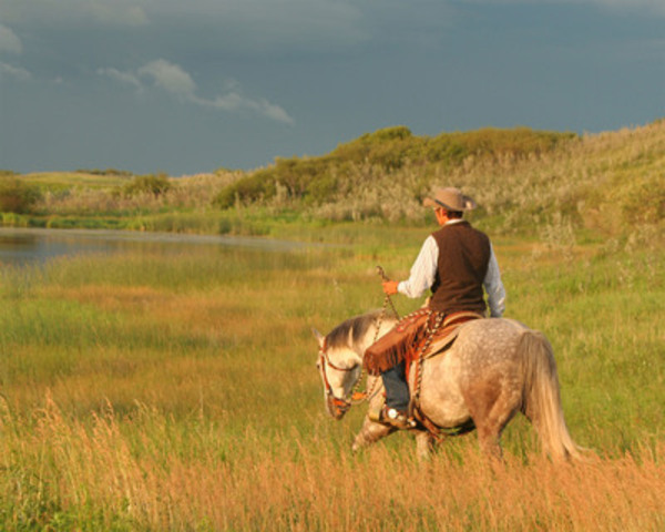 An evening ride in southern Saskatchewan. Credit: Linda Hales/Sask. (CNW Group/Canadian Tourism Commission)