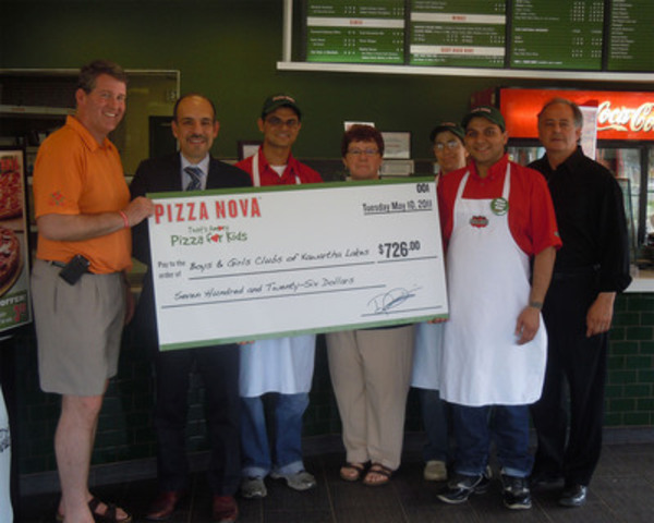 Domenic Primucci, President Pizza Nova (2nd from the left) along with Ric McGee, Mayor of The City of Kawartha Lakes (Left) and Lindsay Area Franchisee presents cheque to Boys & Girls Clubs of Kawartha Lakes in the amount of $726.00 from the proceeds of Pizza Nova's 12th Annual That's Amore Pizza for Kids. (CNW Group/Pizza Nova)
