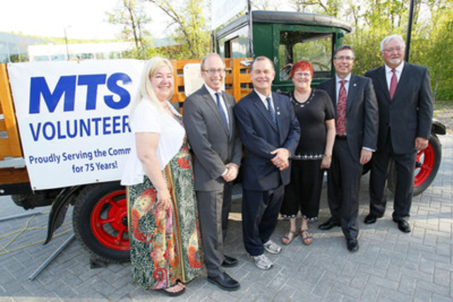MTS Volunteers were honoured last night at a 75th anniversary event. Pictured in front of a refurbished Manitoba Government Telephone truck are (L-R): MTS Volunteers Liaison Barb Culbertson, City of Winnipeg Mayor Sam Katz, Minister of Healthy Living, Seniors and Consumer Affairs Jim Rondeau, MTS Volunteers Winnipeg Council President Joan Ferris, MTS President Kelvin Shepherd, and MTS Volunteers Life Members President Eric Nazar. (CNW Group/MTS Allstream)
