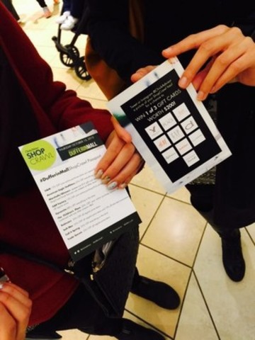 ShopCrawl participants holding their VIP Passports (CNW Group/Dufferin Mall)