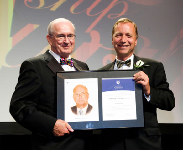 Spencer Lanthier (left) receives his 2011 ICD Fellowship Award from presenter Rob Brouwer. (CNW Group/Institute of Corporate Directors (ICD))