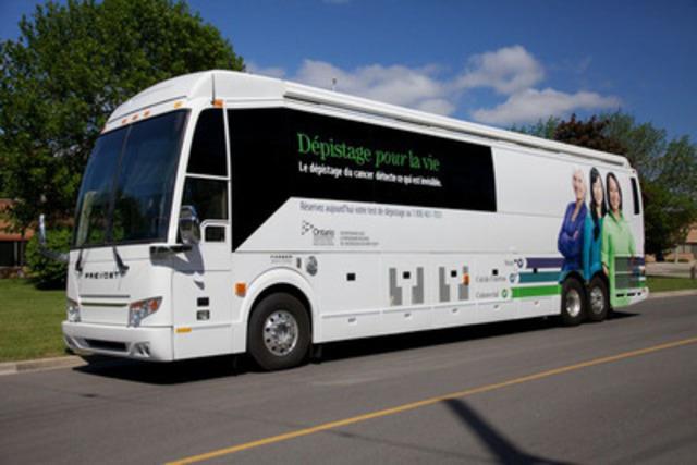Les nouveaux autocars Dépistage pour la vie (Groupe CNW/Action Cancer Ontario)