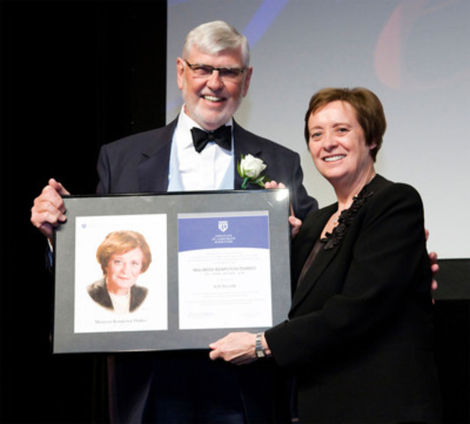 Maureen Kempston Darkes (right) receives her 2011 ICD Fellowship Award from presenter David McLean. (CNW Group/Institute of Corporate Directors (ICD))