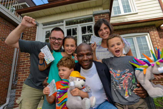 Olympic gold medalist and TORONTO 2015 Games ambassador Donovan Bailey surprises the Vanderspek family by delivering their Pan Am Games tickets to their doorstep. (CNW Group/Toronto 2015 Pan/Parapan American Games)