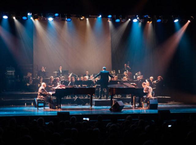 Concert de clôture des célébrations du centenaire de Montréal-Nord. Aux pianos, le grand Oliver Jones et Daniel Clarke Bouchard, accompagnés par l'Harmonie Henri-Bourassa de Montréal-Nord. (Groupe CNW/Arrondissement de Montréal-Nord (Ville de Montréal))