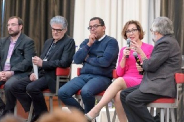 De gauche à droite : Patrik Marier, Raynald Brière, Gregory Charles, Danièle Henkel et Roger Paquet. (Groupe CNW/L'Appui pour les proches aidants d'aînés)