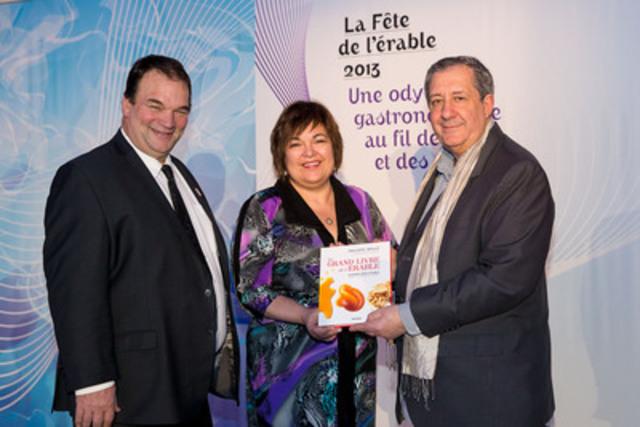 Serge Beaulieu, président FPAQ, Johanne Guay, vice-présidente édition, Groupe Librex et Philippe Mollé, auteur. (Groupe CNW/FEDERATION DES PRODUCTEURS ACERICOLES DU QUEBEC)