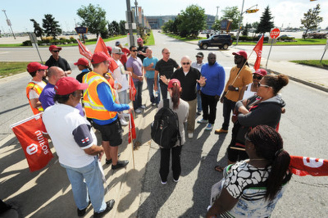 Locked out OLG workers outside Woodbine race track (CNW Group/Unifor)