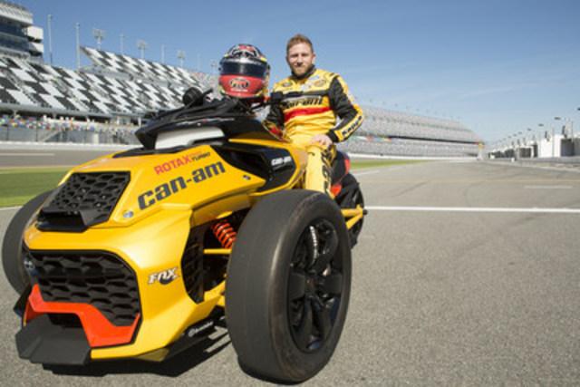 Jeffrey Earnhardt, pilote en série NASCAR Sprint Cup, chevauchant le tout nouveau véhicule concept de BRP, le Can-Am Spyder F3 Turbo (Groupe CNW/BRP)