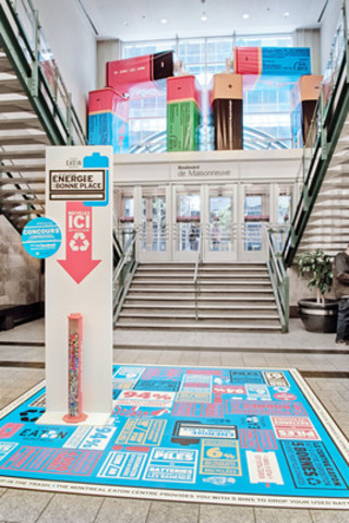 L'oeuvre Totems de pile de Roadsworth sera exposée jusqu'à la fin juin au Centre Eaton de Montréal pour souligner le lancement du programme permanent de recyclage de piles et batteries du Centre Eaton. (Groupe CNW/Centre Eaton de Montréal)