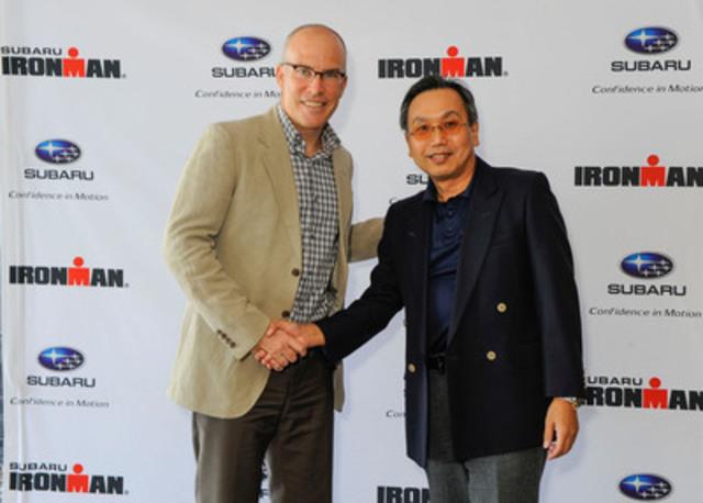 Sur la photo, de gauche à droite : Andrew Messick, PDG d'Ironman, en compagnie de Shiro Ohta, président du conseil, président et président-directeur général de Subaru Canada, Inc. (Groupe CNW/Subaru Canada Inc.)
